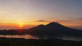 Netter Sonnenuntergang über Meer Stockfotos