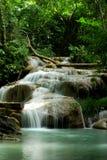 Netter Wasserfall Stockbild
