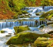 Netter Wasserfall Lizenzfreies Stockbild