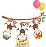 Nettes alles Gute zum Geburtstag mit drei Affen lizenzfreie abbildung