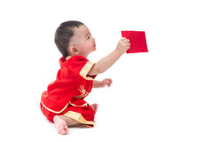 Nettes asiatisches Baby in der Klage des traditionellen Chinesen mit roter Tasche, ISO Stockfotografie