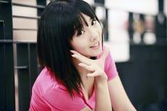 Nettes Asien-Mädchenlächeln Stockfotografie