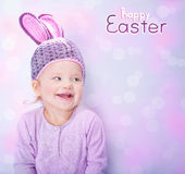 Nettes Baby, das Osterhasenkostüm trägt Lizenzfreies Stockbild