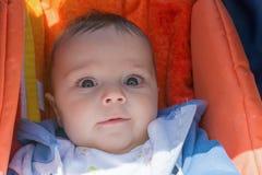 Nettes Baby in einem Spaziergänger Lizenzfreie Stockfotografie