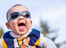 Nettes Baby mit Blau googelt Lizenzfreie Stockbilder