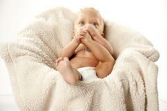 Nettes Baby mit großen Augen stockfotos