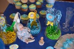 Nettes Baby - Puppenschlafen Lizenzfreie Stockfotografie