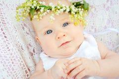 Nettes Baby- und Blumenmaiglöckchen Stockbilder