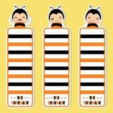 Nettes Bienenmädchen lächelt auf der gelben Hintergrundvektor-Karikaturillustration, die für Kinderbookmark passend ist Lizenzfreies Stockbild