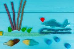 Nettes Bild von geschmackvollen Geleesüßigkeiten in Form der Fische und Stockfotos
