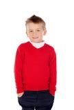 Nettes blondes Kind mit rotem Trikot Stockfoto