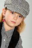 Nettes blondes kleines Mädchen in überprüfter Schutzkappe Lizenzfreie Stockbilder