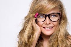 Nettes blondes kleines Mädchen in den Gläsern auf einem weißen Hintergrund in Lizenzfreie Stockbilder