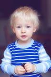 Nettes blondes Kleinkind Lizenzfreies Stockfoto