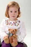 Nettes blondes Kleinkind mit Teddybären Lizenzfreie Stockbilder