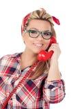 Nettes blondes Mädchen, das am Telefon spricht Lizenzfreie Stockbilder
