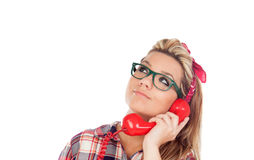 Nettes blondes Mädchen, das am Telefon spricht Stockfotos