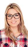 Nettes blondes Mädchen mit kariertem Hemd und Gläsern Lizenzfreies Stockfoto