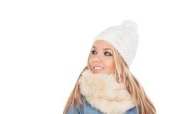 Nettes blondes Mädchen mit Mantelwinterkleidung Stockfotos