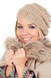 Nettes blondes Mädchen mit Mantelwinterkleidung Lizenzfreie Stockfotos