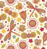 Nettes Blumenmuster mit Blumen, Libellen und Schmetterlingen Nahtlose Beschaffenheit des aufwändigen Gewebes Stockfotos