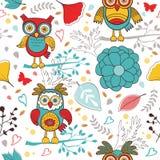 Nettes buntes Muster mit lustigen Eulen und Blumen Stockfotos
