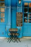 Nettes französisches Café in Paris stockbild