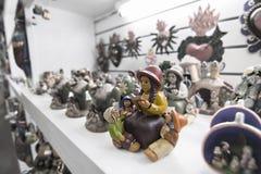 Nettes Frauenporzellan des amerikanischen Ureinwohners Stockbilder