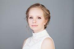 Nettes Gesicht des jungen Mädchens mit sauberer Haut Getrennt auf Weiß Lizenzfreie Stockfotografie