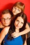 Nettes Gesichtsporträt der dreiköpfigen Familie stockbild