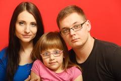 Nettes Gesichtsporträt der dreiköpfigen Familie lizenzfreies stockfoto