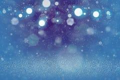 Nettes glänzendes Funkelnlichter defocused bokeh abstrakter Hintergrund mit fallenden Schneeflocken fliegen, festal Modellbeschaf vektor abbildung
