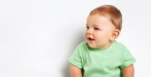 Nettes glückliches Baby über Weiß stockfotografie