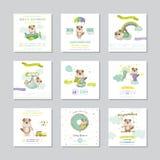 Nettes Häschen auf Blumenhintergrund mit Text Ankunfts-Baby-Karte Baby-Hundejunge Karikatur polar mit Herzen stock abbildung