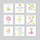 Nettes Häschen auf Blumenhintergrund mit Text Ankunfts-Baby-Karte Baby Unicorn Girl Lizenzfreies Stockfoto