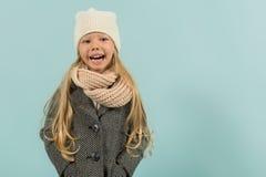 Nettes hübsches Mädchen in der warmen Kleidung Lizenzfreie Stockfotos