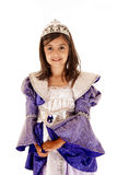 Nettes junges Brunettemädchen beim Prinzessinausstattungslächeln Lizenzfreies Stockbild