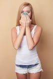 Nettes junges gesundes Mädchen drückt Schock aus Lizenzfreie Stockbilder