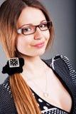 Nettes junges Mädchen in den Gläsern lizenzfreie stockbilder
