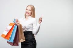 Nettes junges Mädchen tut glücklich kaufen Lizenzfreies Stockbild