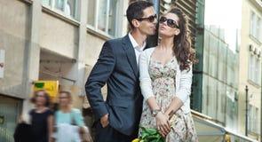 Nettes junges Paarumarmen Lizenzfreie Stockfotos