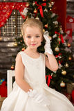 Nettes junges schönes Mädchen im Weiß Lizenzfreie Stockbilder