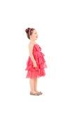 Nettes Kind in einem Abendkleid, das oben schaut Lizenzfreies Stockfoto