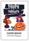 Nettes Kinderabnutzungs-Hexen-Kostüm Sit On Pumpkin, glückliches Halloween-Fahnen-Partei-Feier-Konzept stock abbildung