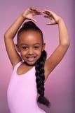 Nettes kleines Afroamerikanermädchentanzen Stockbild