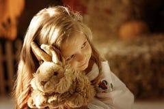Nettes kleines europäisches Mädchen Lizenzfreie Stockfotos