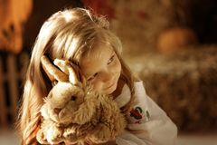 Nettes kleines europäisches Mädchen Lizenzfreies Stockbild