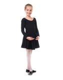 Nettes kleines Mädchen in Ballettposition stockfoto