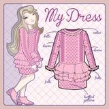Nettes kleines Mädchen, das rosa Strickkleid trägt Stockfotos