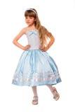 Nettes kleines Mädchen in einem blauen Kleid Stockfotos